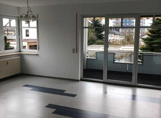 Preiswerte, vollständig renovierte 3-Zimmer-Wohnung mit Balkon und Garten in Wunsiedel