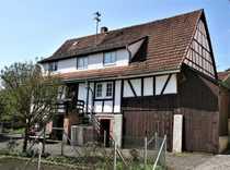 Ehemaliges Bauernhaus mit Scheune und