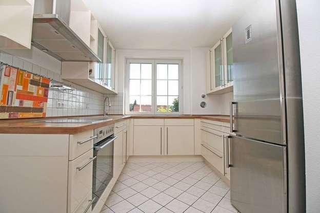 Küche mit Einbauküche Wohnung