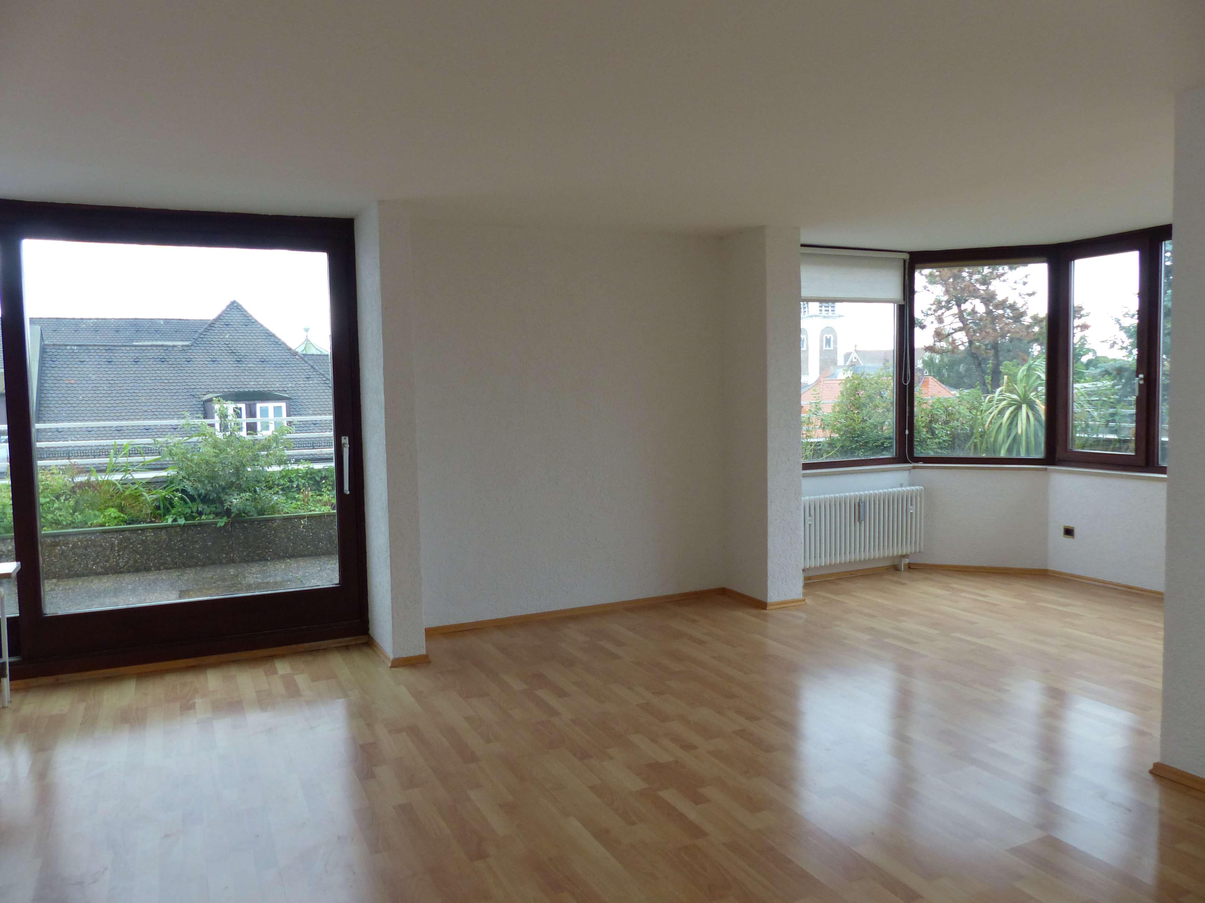Ansprechende 3,5-Zimmer-Penthouse-Wohnung mit Balkon und EBK in Regensburg in Ostenviertel (Regensburg)