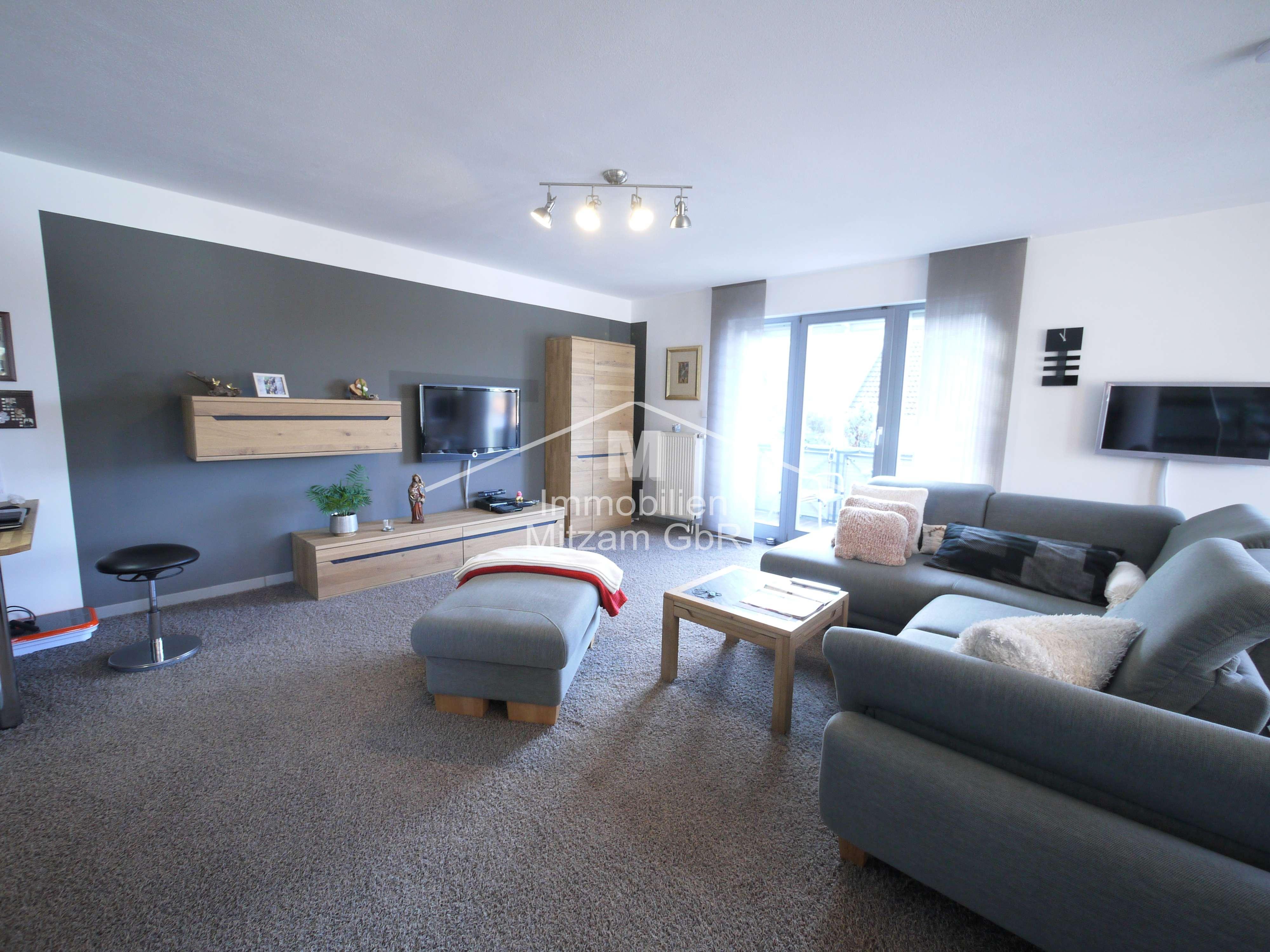 Gepflegte 2-Zimmer-Obergeschoss-Wohnung mit EBK u. Garage in ruhiger u. sonniger Lage (A9 Anbindung) in Greding