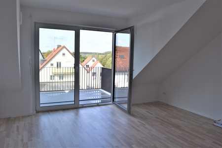 Neubau mit neuer EBK und Balkon: exklusive 2-Zimmer-Dachgeschosswohnung in Odelzhausen in Odelzhausen