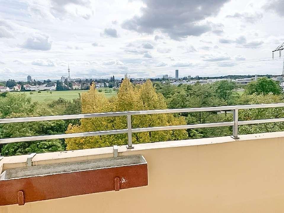 2 Zi .Whg. mit Süd-Balkon, einzigartiger Ausblick in die Berge, voll möbliert in Hasenbergl (München)
