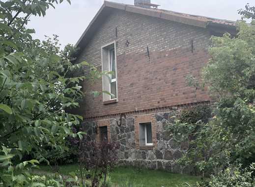 Schöne, geräumige drei Zimmer Wohnung im englischen Landhausstil mit großer Diele und Garten