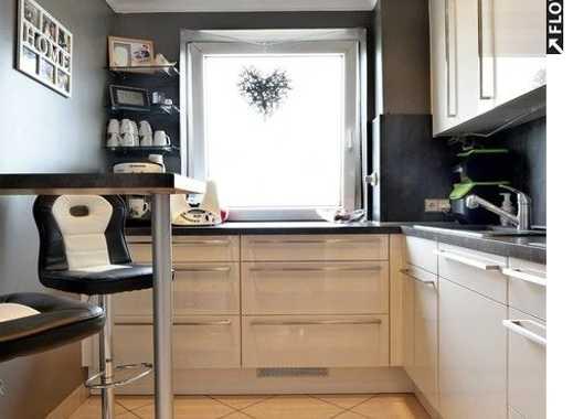 Einziehen und wohlfühlen! Sanierte & helle 4-Zimmer-Wohnung mit Tiefgaragenstellplatz & Balkon.