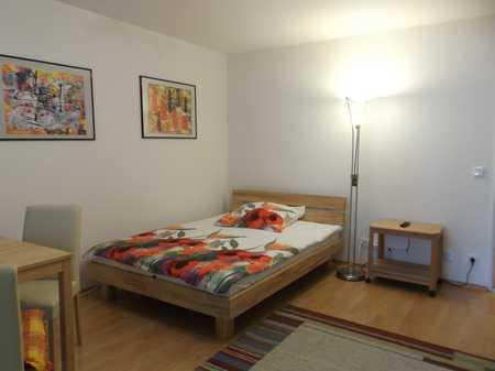 Möblierte 1-Zimmer-Hochparterre-Wohnung mit Balkon und EBK in Obermenzing, München in Obermenzing (München)
