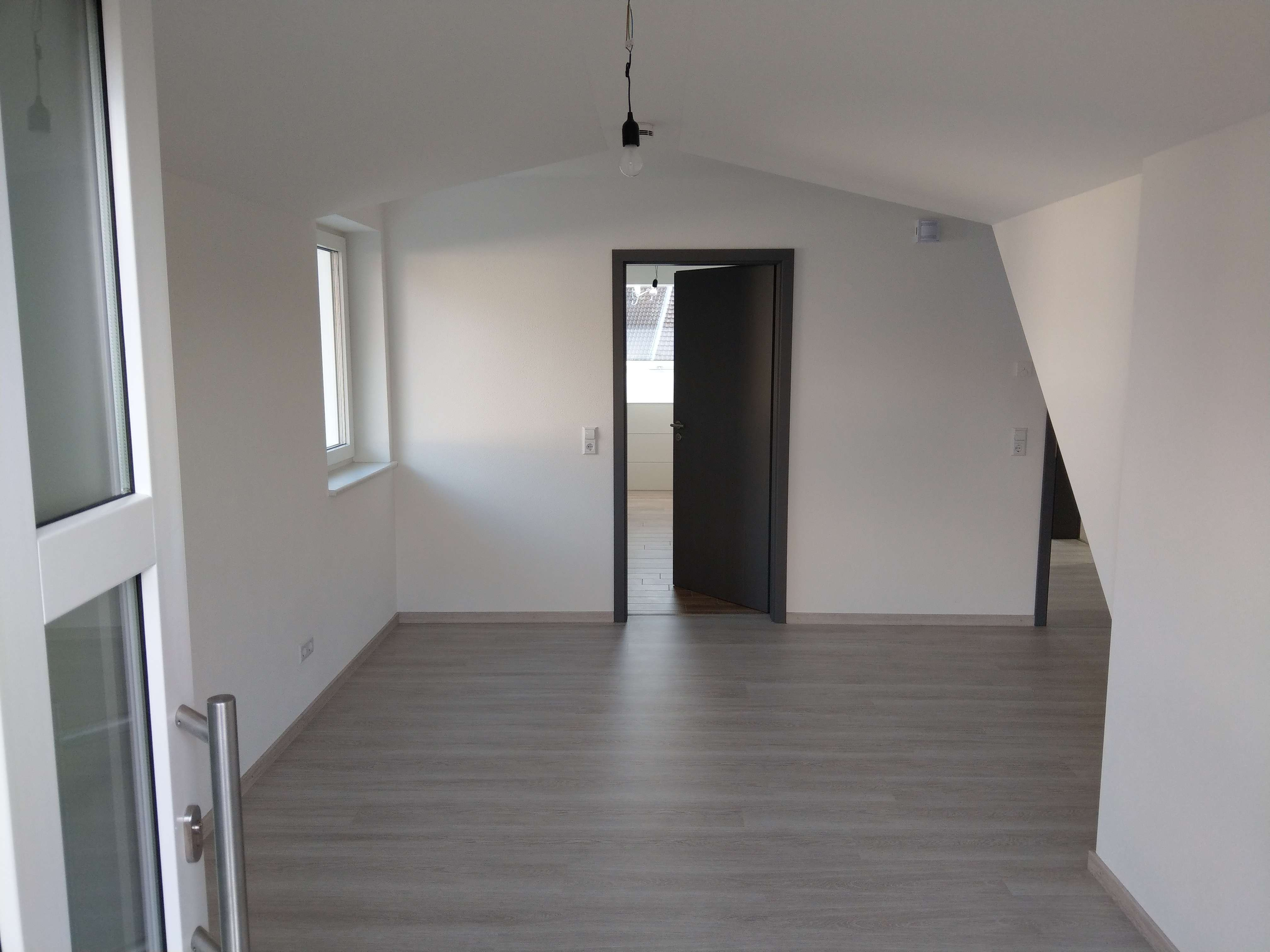 Erstbezug: freundliche 2-Zimmer-Dachgeschosswohnung mit Balkon in Biberbach - Affaltern in Biberbach