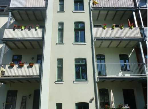 Ruhig und dennoch zentral gelegene 2 Raum Wohnung mit Balkon : www.plattform.de/zwickau