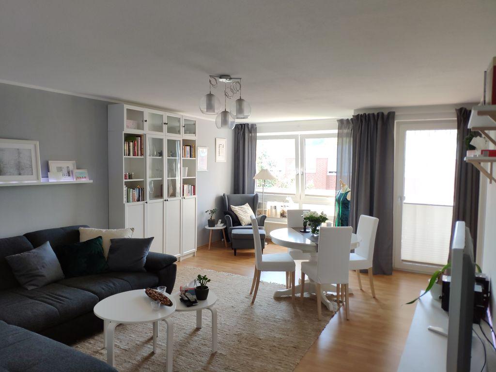 sehr sch ne und sonnige 2 zimmer wohnung mit gro z gigem. Black Bedroom Furniture Sets. Home Design Ideas