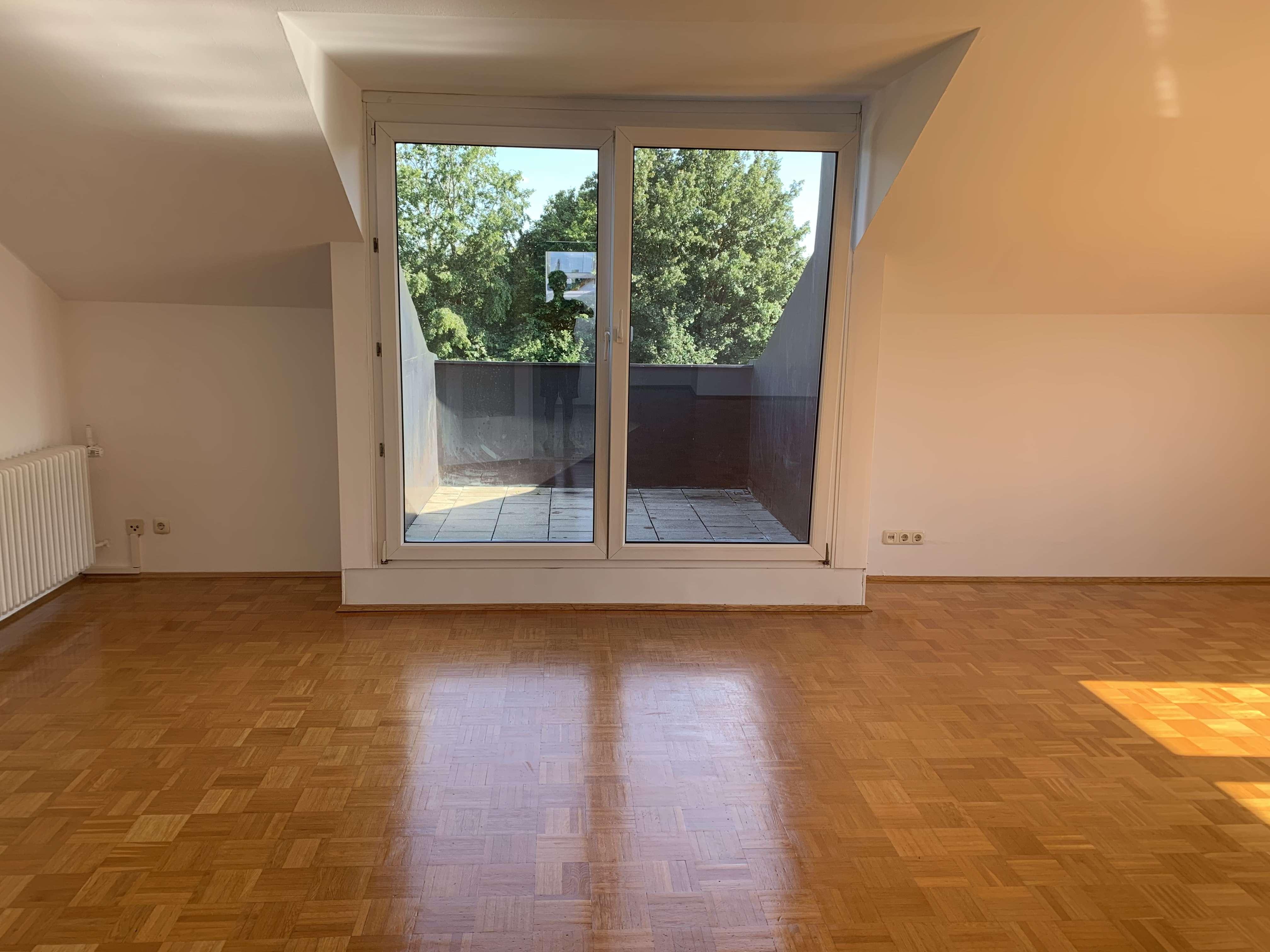 Zentrumsnahe 3-Zimmer DG-Wohnung mit Südbalkon Bogenhausen-Denning