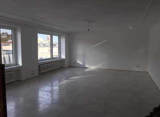 Erstbezug nach Sanierung:Exklusive 4 Zimmer Wohnung mit Balkon ,2 Min. zu Bahnhof oder Königsallee