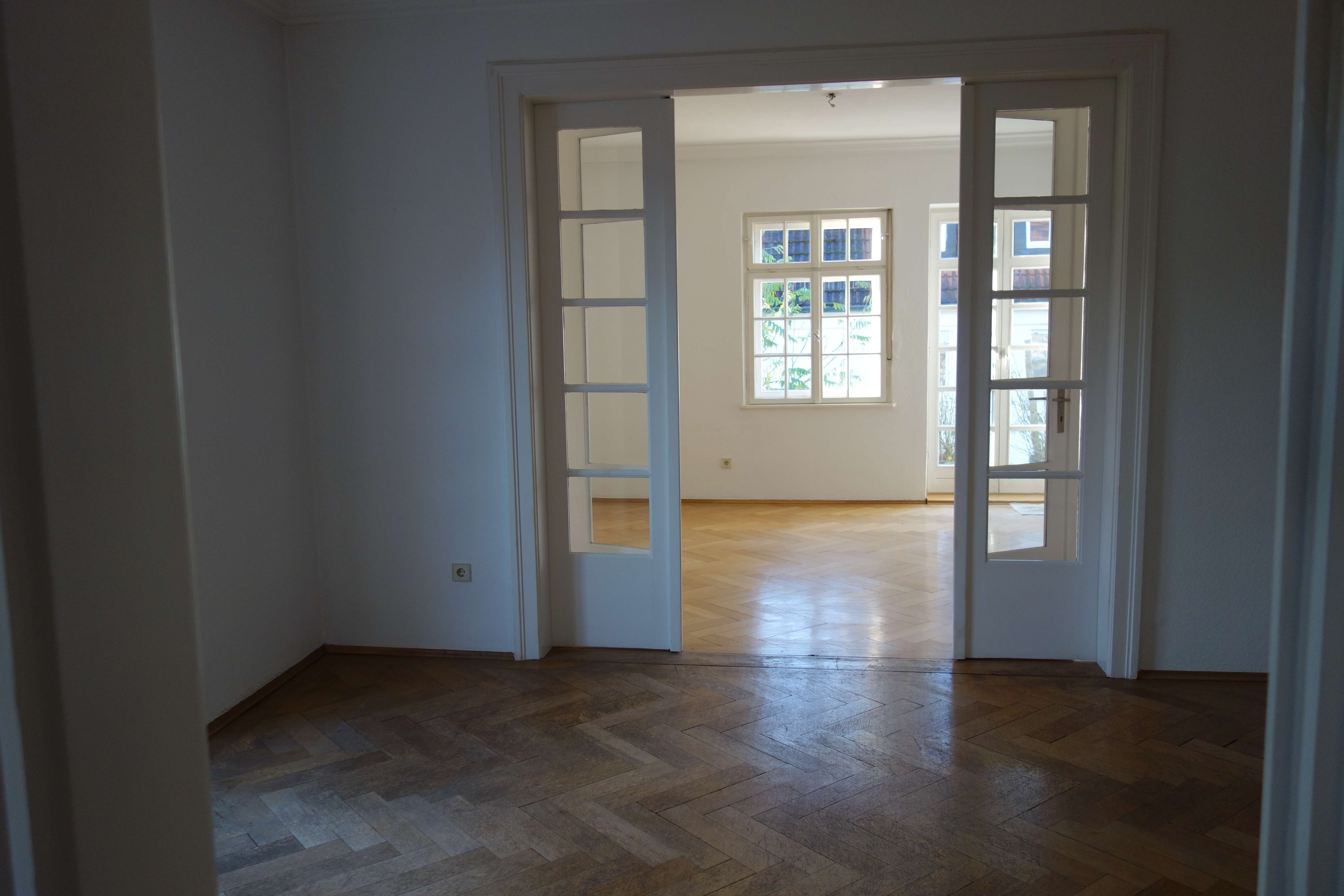 ::Alt-Harlaching::4 Zimmer-Altbau-Wohnung mit Terrasse und Balkon:: sowie Büro im Souterrain:: in Harlaching (München)