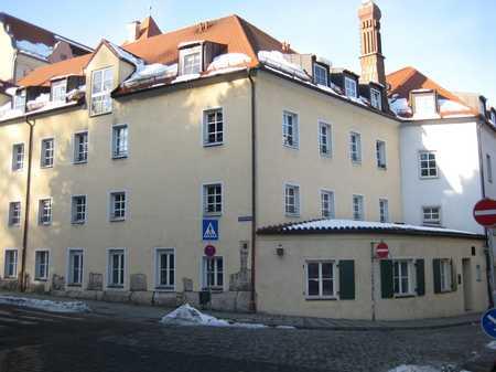 Schöne helle Wohnung mit Blick auf Fürstlichen Garten in Regensburg-Innenstadt