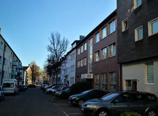 Freundliche, neuwertige 3,5-Zimmer-DG-Wohnung in Essen.