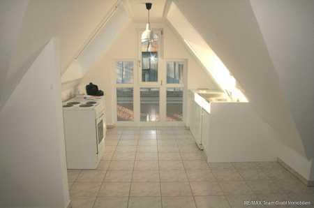 RE/MAX Grafing - Loft-Appartement mit Panoramafenster und Einbauküche in Kirchseeon