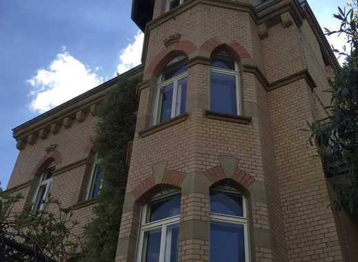 Luxuriöse 5-Zimmer Altbau-Wohnung mit Garten