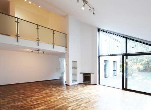 Individuelles freistehendes Einfamilienhaus mit über 350 m² Wohn-/Nutzfläche  und begrüntem Garten