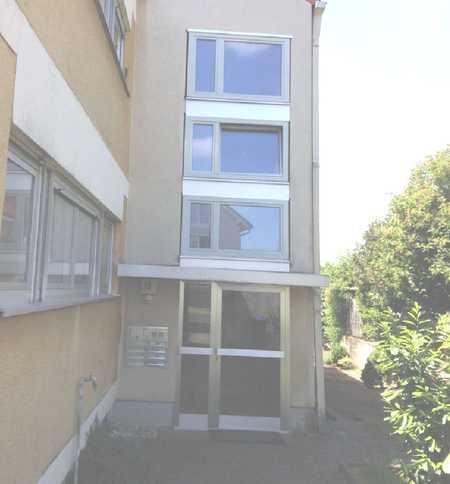 Familientaugliche 5-Zimmerwohnung mit Balkon komplett renoviert in Gerbrunn