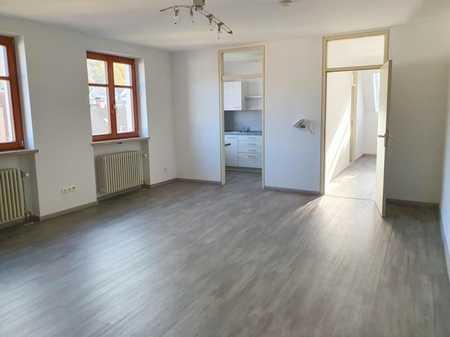 Neu renovierte Single-Whg. mit neuer EBK, ca.45 qm, zentral, 2. Stock: 1ZKB+Kellerabteil! Ab sofort! in Burglengenfeld