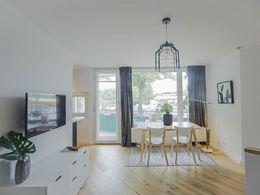 top designer wohnung frisch saniert grosser balkon m bliert usw. Black Bedroom Furniture Sets. Home Design Ideas