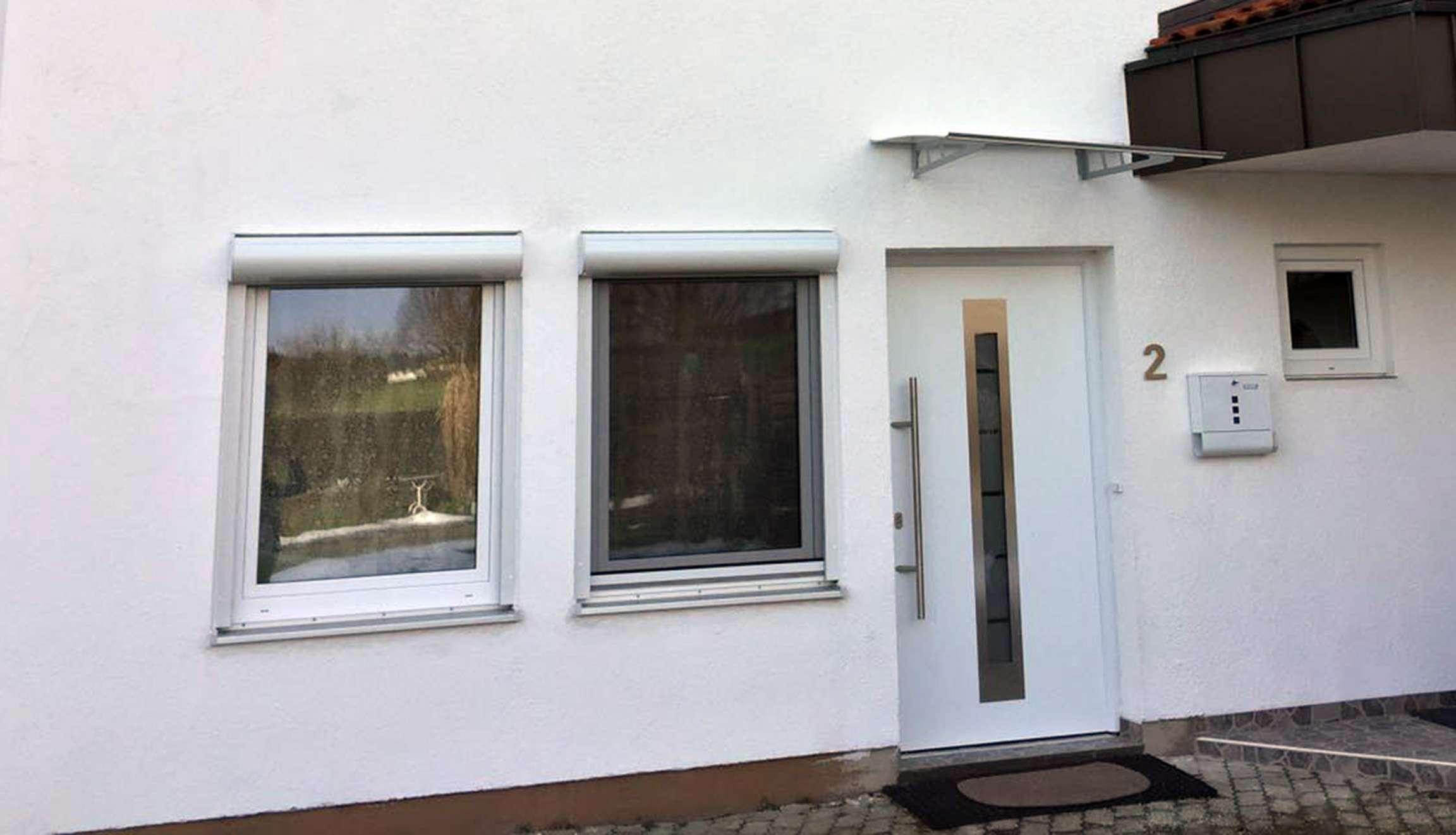 Exklusive, modernisierte 2-Zimmer-EG-Wohnung mit Einbauküche in Kirchseeon
