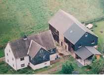 Bauernhaus mit großer Scheune und