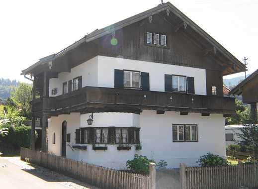 renovierungsbedürftiges Zweifamilienhaus mit ausbaufähigem DG