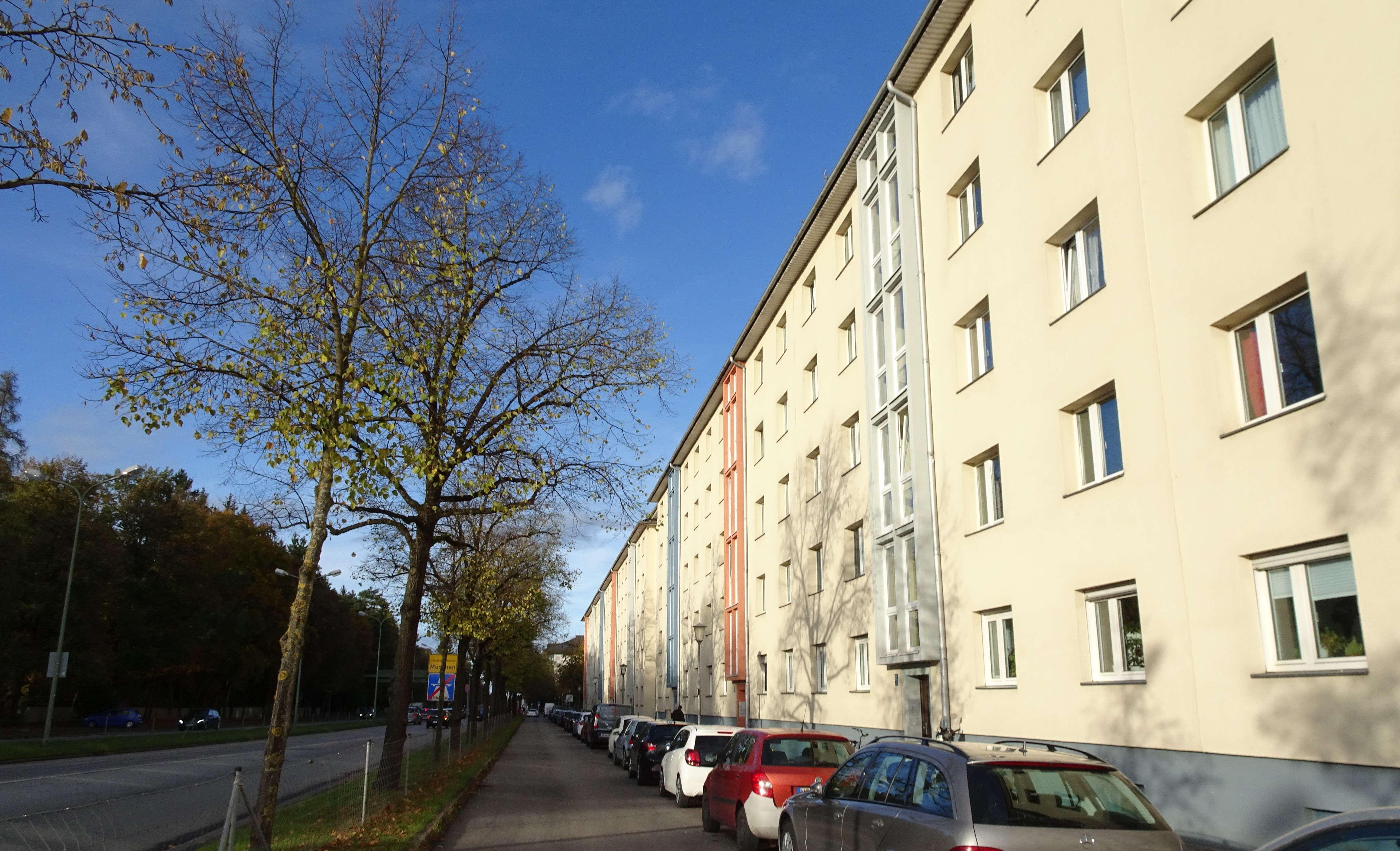 Schöne 2 Zimmer Eckwohnung mit Balkon zum Innenhof in Sendling-Westpark (München)