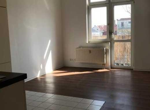Bestandsobjekt in ruhiger Seitenstraße / großer Balkon / mit Einbauküchen
