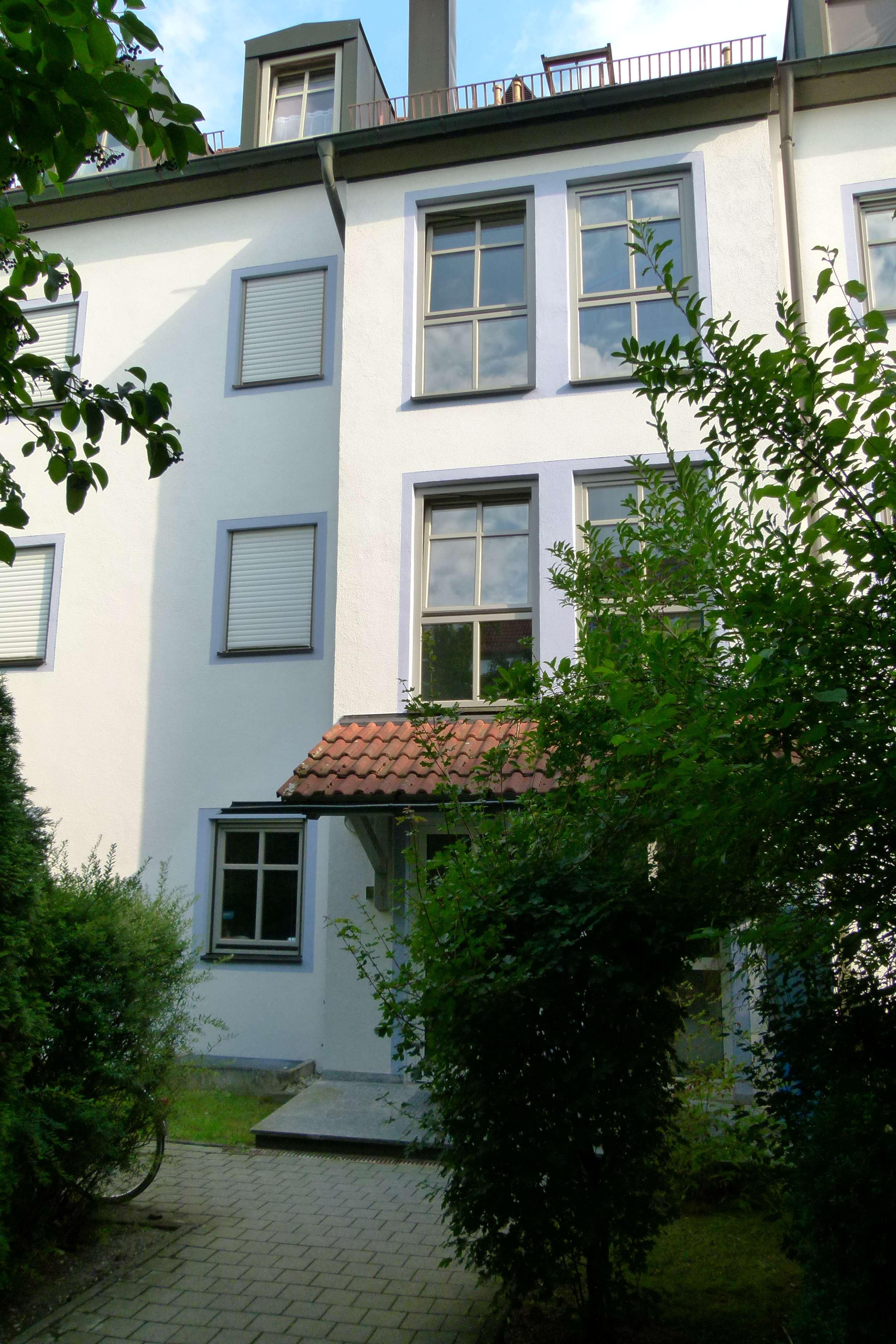 VILSBIBURG 1-Zimmer-DG-Wohnung mit Aufzug, großes Badezimmer, TG