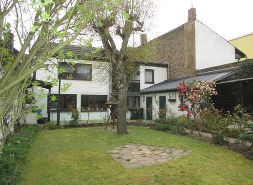 Im Herzen von Pützchen: Familienfreundliches Einfamilienhaus mit großem Garten und viel Potential