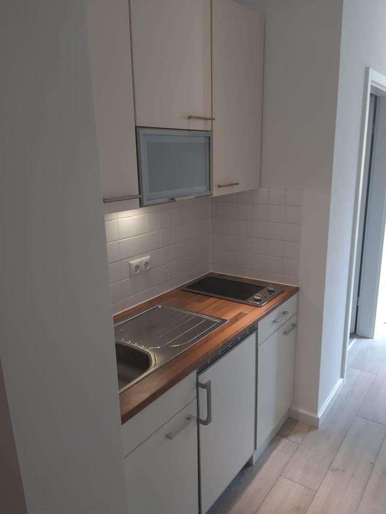 *Top renoviertes und möbliertes WG-Zimmer mit neuem Bad und neuer Küche im Herzen von Augsburg* in