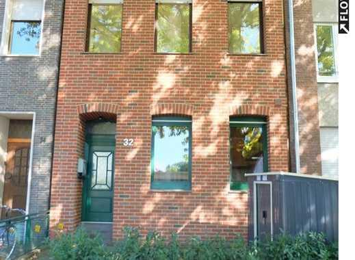 Familienglück pur! 6-Zimmer-Stadthaus mit Terrasse und Garten! In Neuss.
