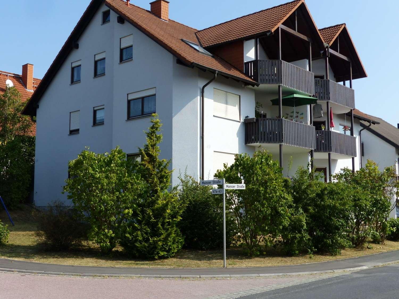 Helle sonnige Wohnung mit großzügigem Terrassen Balkon in ruhiger Lage am Ortsrand mit Bushaltestell