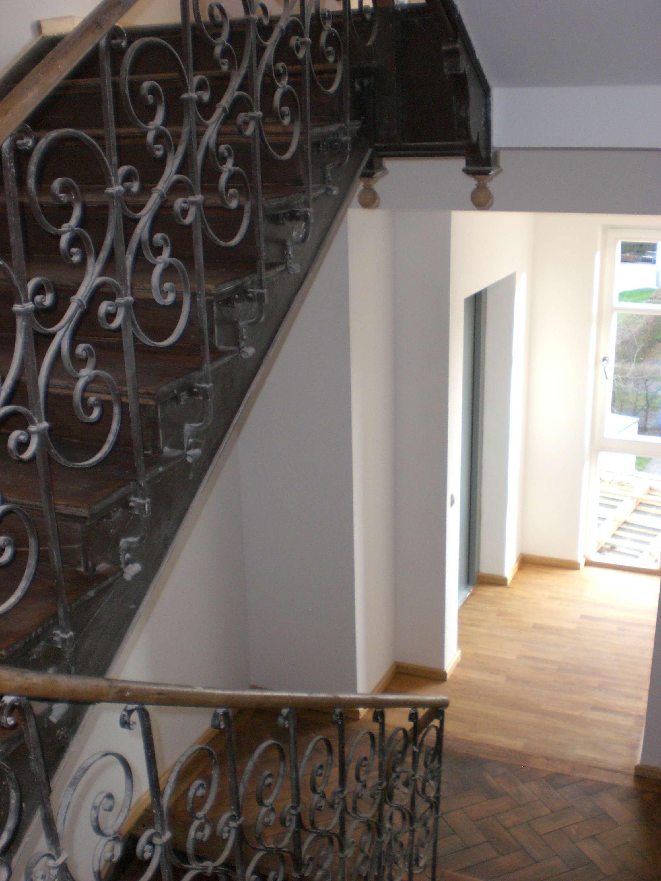 Sonnige Maisonette Dachgeschosswohnung mit Burgblick und Einbauküche in Nikola