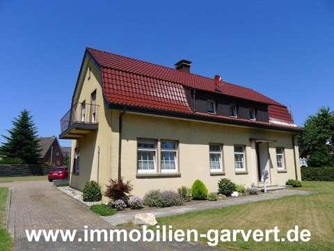 Haus mit Charme und Potenzial auf großem Grundstück in ...
