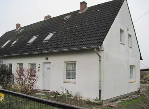 Grundstück mit renovierungsbedürftiger Doppelhaushälfte