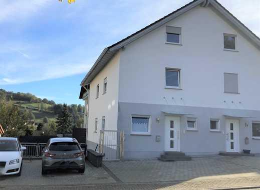 Familienfreundliche, helle Doppelhaushälfte mit Einliegerwohnung, Garten in wunderschöner Wohnlage