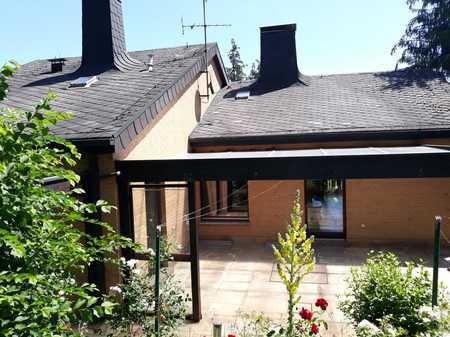 Modernisierte 4,5-Zimmer-Erdgeschosswohnung mit Terrasse und Balkon in Margetshöchheim in Margetshöchheim