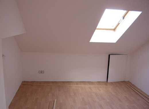 Erstbezug nach Renovierung: stilvolle 4-Zimmer-Dachgeschosswohnung mit Einbauküche in Ismaning