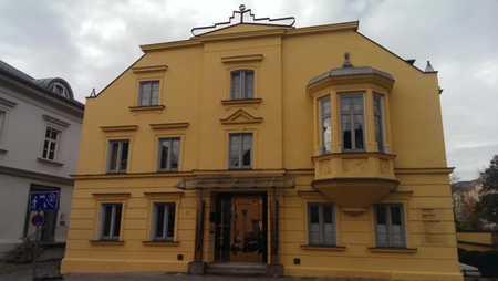 kleine sehr schöne und perfekt ausgestattete Wohnung mit diversen Einbauschränken sehr hochwertig in Freising