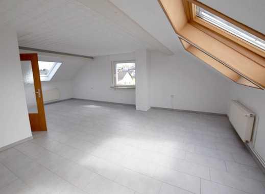 Helle, großzügige 3-Zimmer-Dachgeschosswohnung mit Einbauküche und Garage in ruhiger Lage