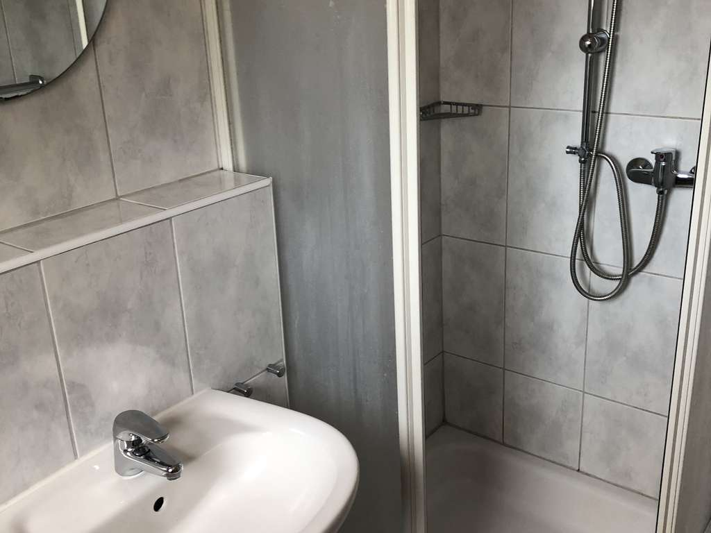 Gäste-WC und Dusche