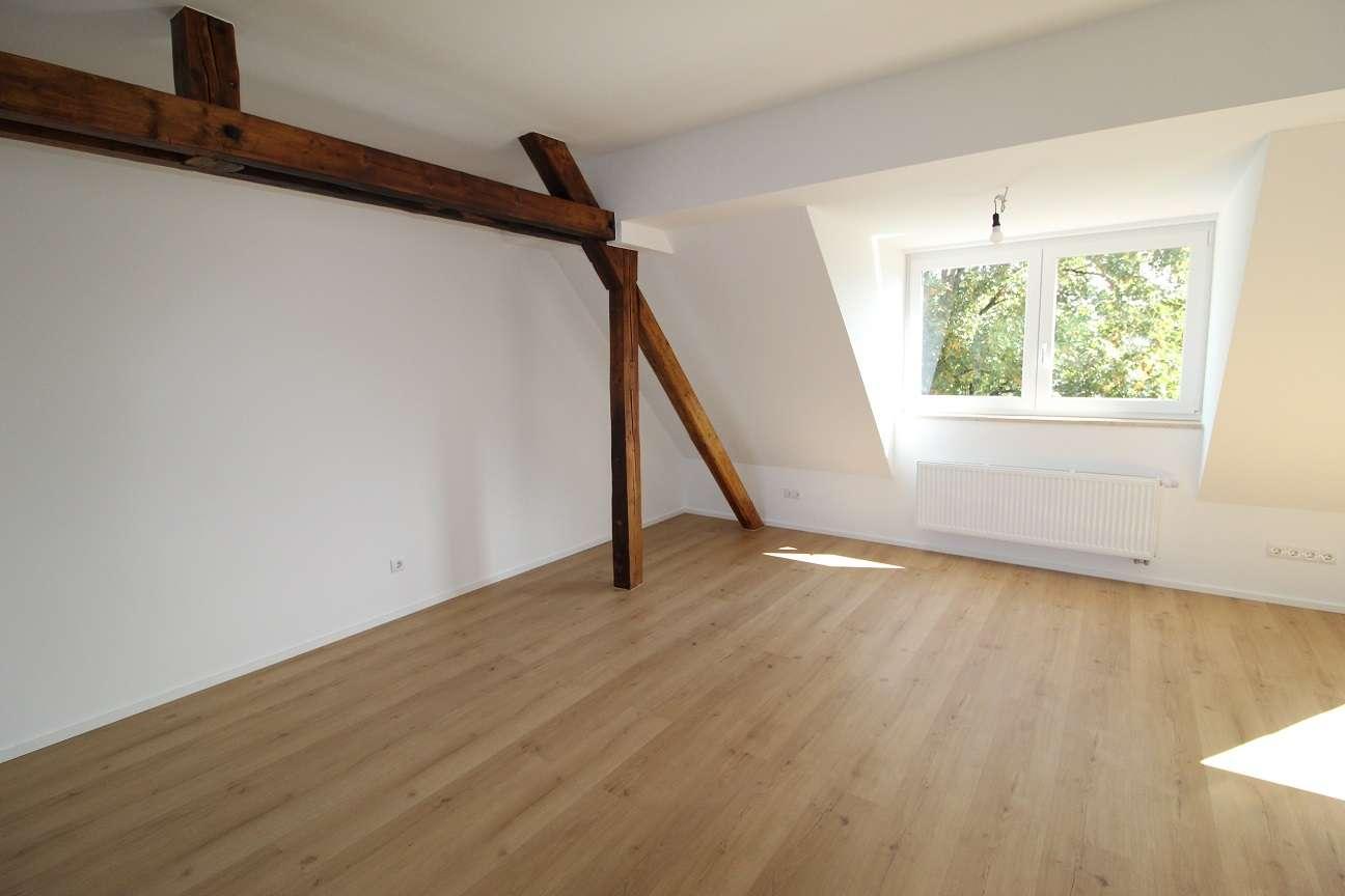 Modernes Dachstudio mit Altbau-Charme in