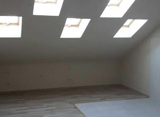 Erstbezug nach Sanierung: ansprechende 2-Zimmer-Dachgeschosswohnung mit EBK in Cadolzburg