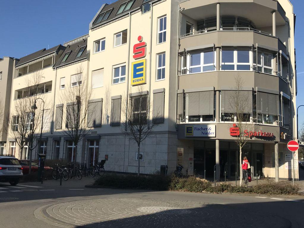 Vollständig renovierte 2-Raum-Wohnung mit Balkon in Leverkusen