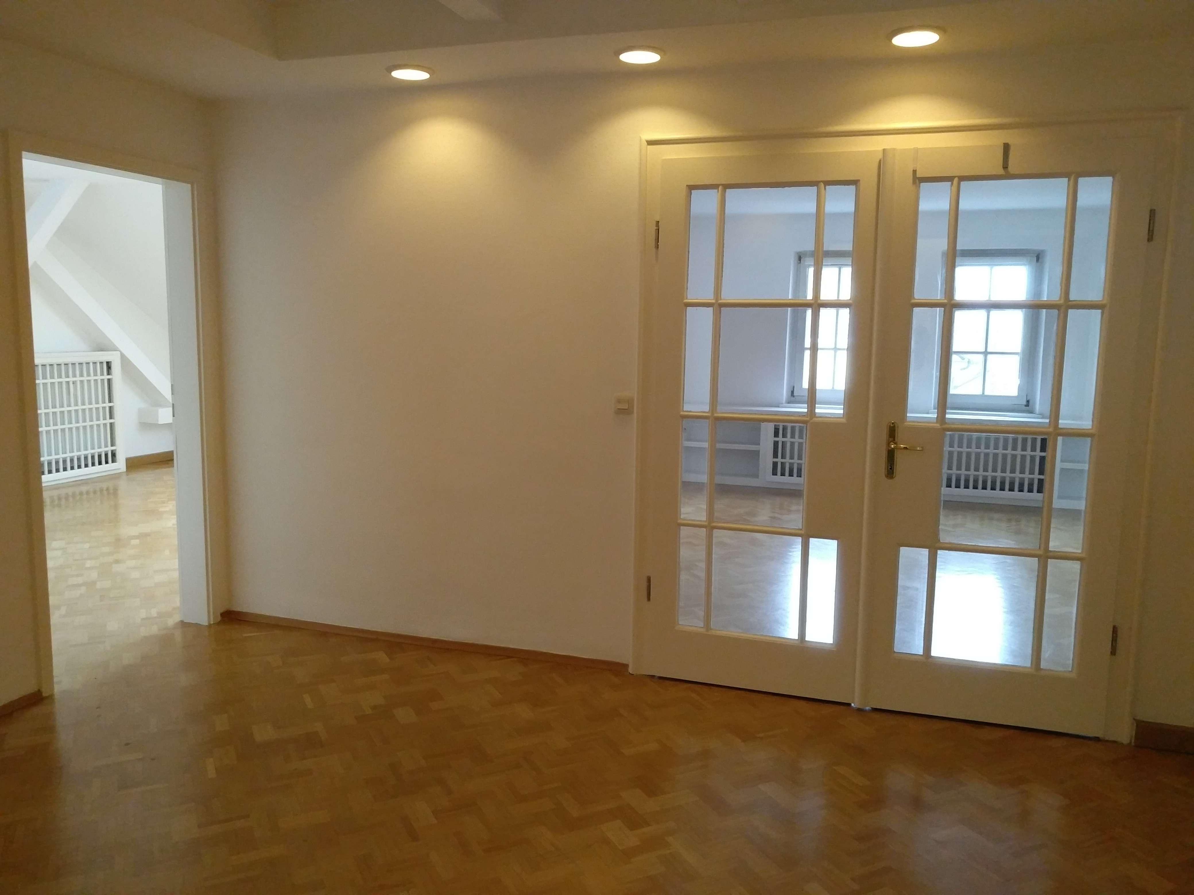 Schöne 2,5-Zimmer-Dachgeschosswohnung mit EBK in Ingolstadt
