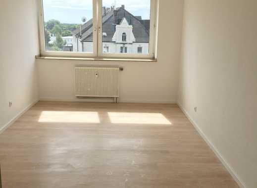 Einziehen und wohlfühlen: helle 2-Zimmer Wohnung mit Laminat und Sonnen-Balkon!