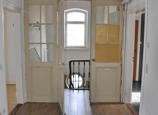Sehr zentral gelegene Wohnung mit hohen Räumen neu  saniert / renoviert.