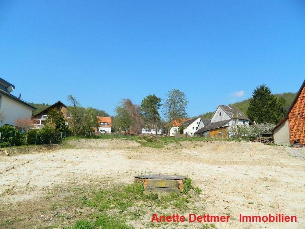 Dettmer Immobilien grundstück mit brunnen in ruhiger seitenstraße